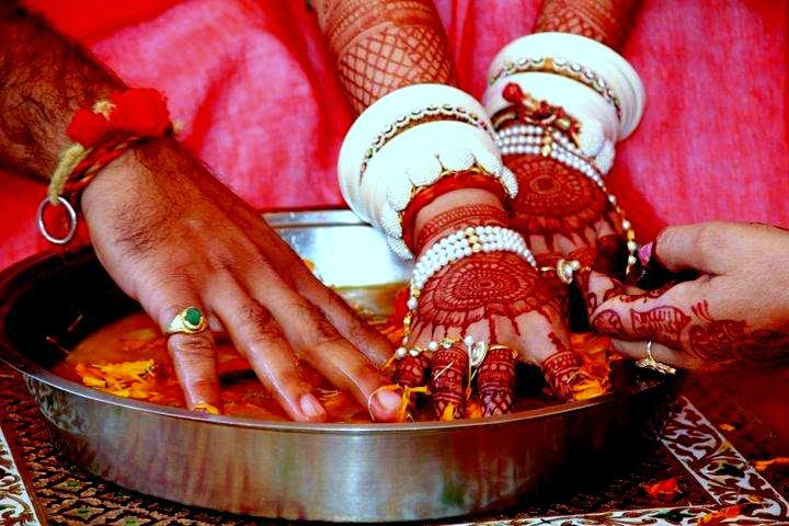 Hiding of the grooms shoes wedding india games www.letsplan.in juta chupai 2 Indian wedding games - 7 Vachan : 7 Promises in traditional Indian wedding