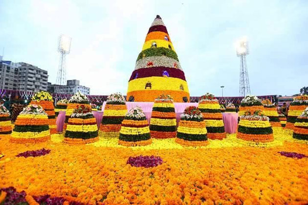 telangana-maha-bathukamma-gains-guinness-record-photos-3