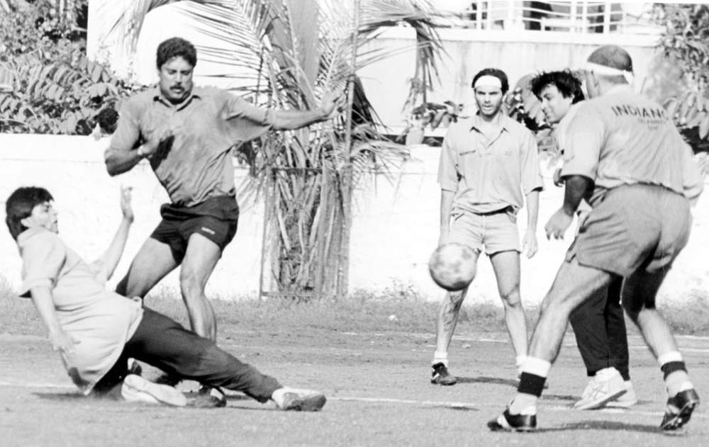 42. Rare Photo of Kapil Dev enjoying football with Shah Rukh Khan, Sohail Khan and Deepak Tijori.